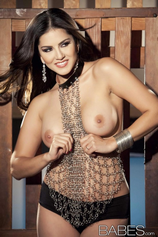 sunny_leone_chained5
