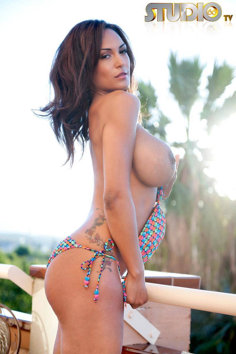 nainen suihkussa alasti Kitee