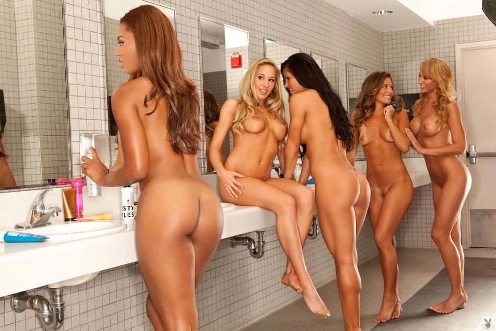 Молодая группа поддержки голая